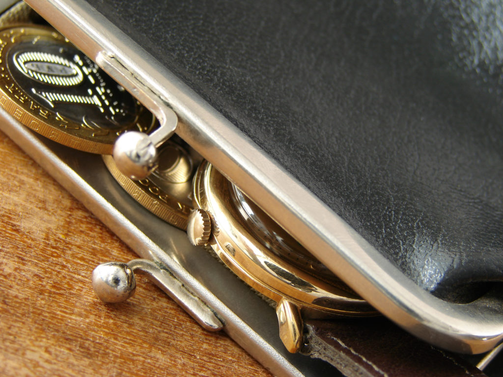 coins-on-purse