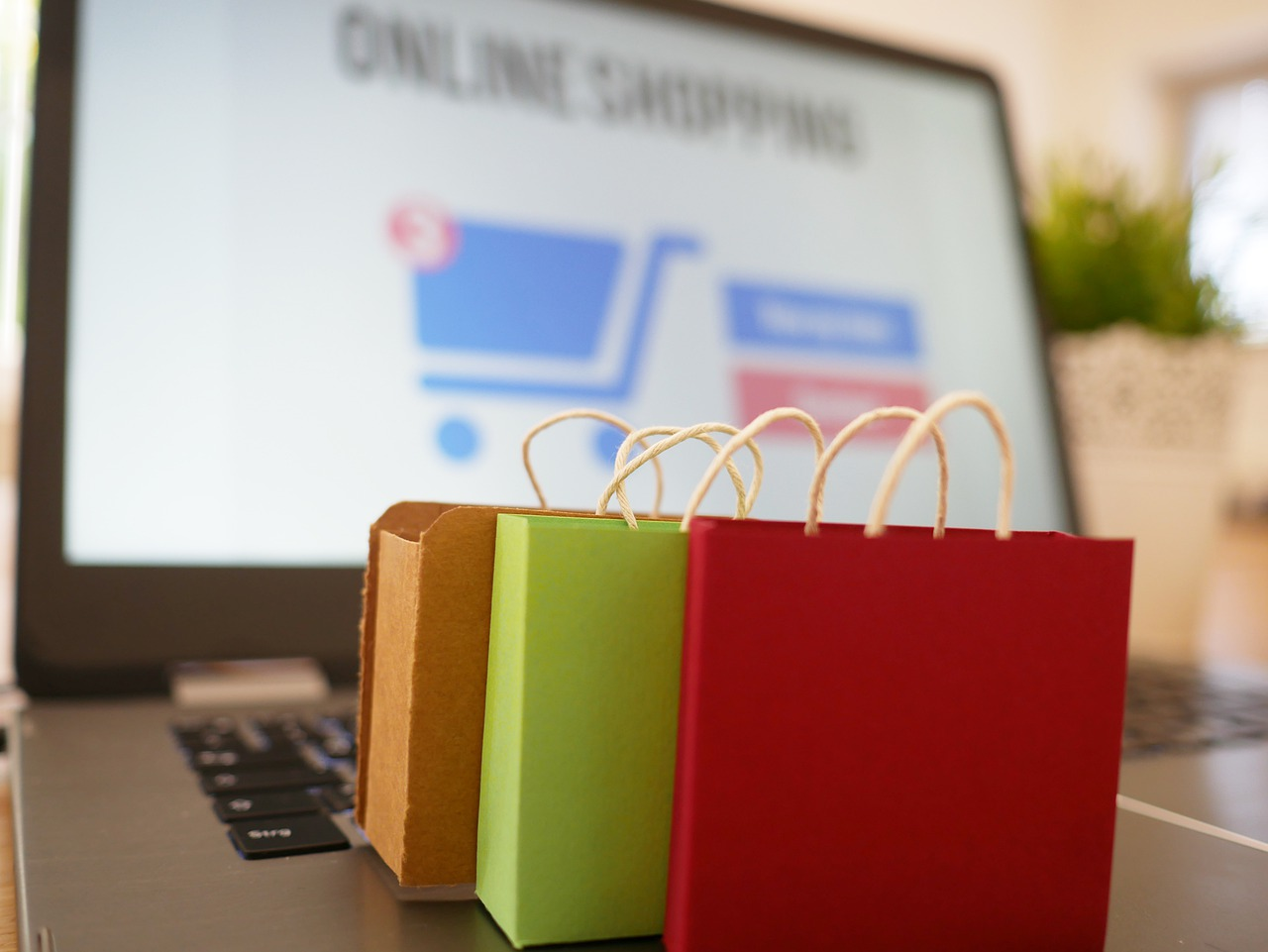 online-shopping-cart-and-gifts